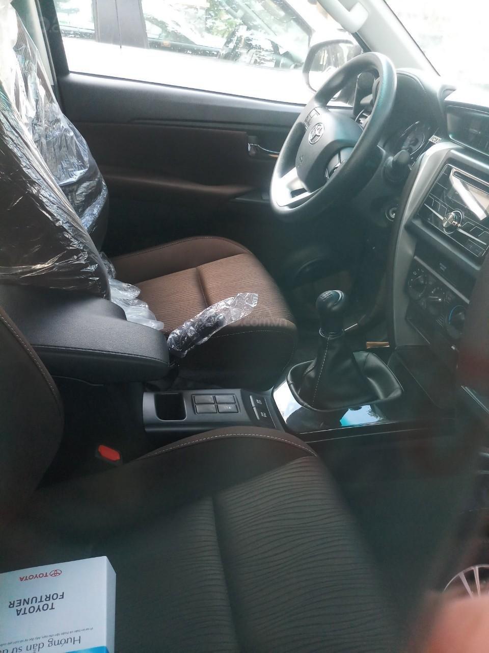 Bán Toyota Fortuner 2.4G MT 2019, hỗ trợ 54tr lệ phí trước bạ + Phiếu nhiên liệu 10tr, nhận xe từ 250tr (3)