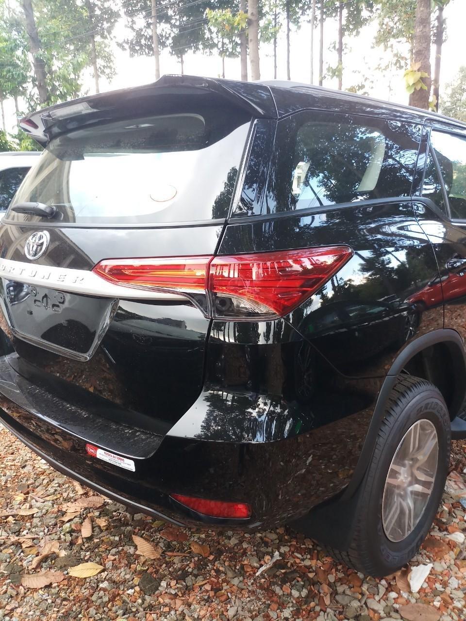 Bán Toyota Fortuner 2.4G MT 2019, hỗ trợ 54tr lệ phí trước bạ + Phiếu nhiên liệu 10tr, nhận xe từ 250tr (2)