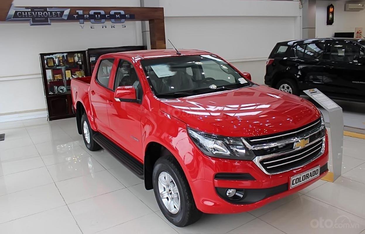 Bán xe Chevrolet Colorado 4x2 AT đời 2019, màu đỏ, nhập khẩu, mới 100% (1)