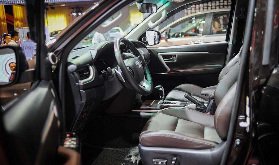 Ảnh chụp ghế trước xe Toyota Fortuner 2019