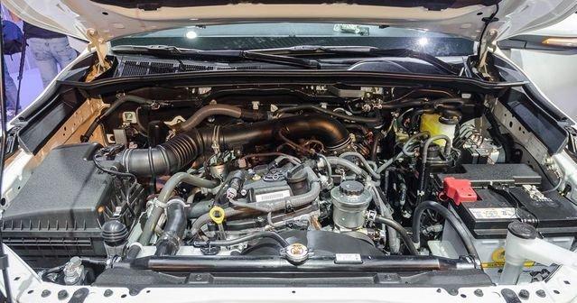 Ảnh chụp động cơ xe Toyota Fortuner 2019