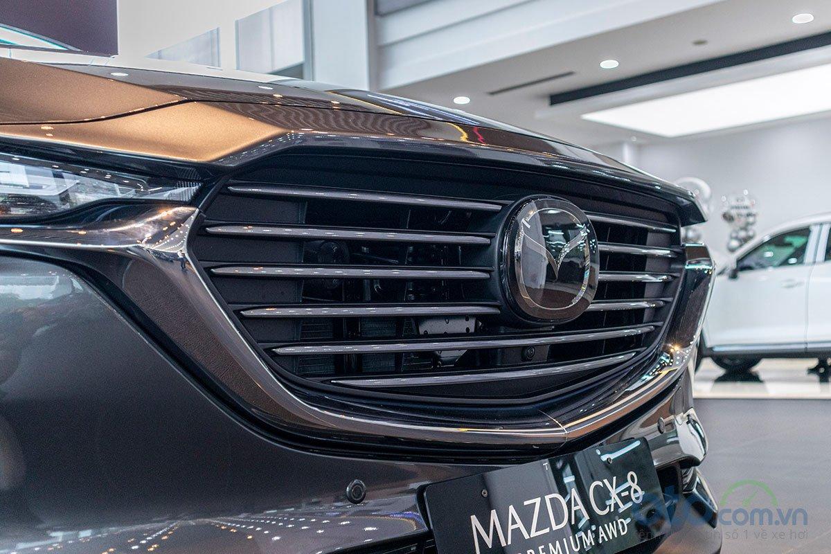 Ảnh chụp lưới tản nhiệt xe Mazda CX-8 2019