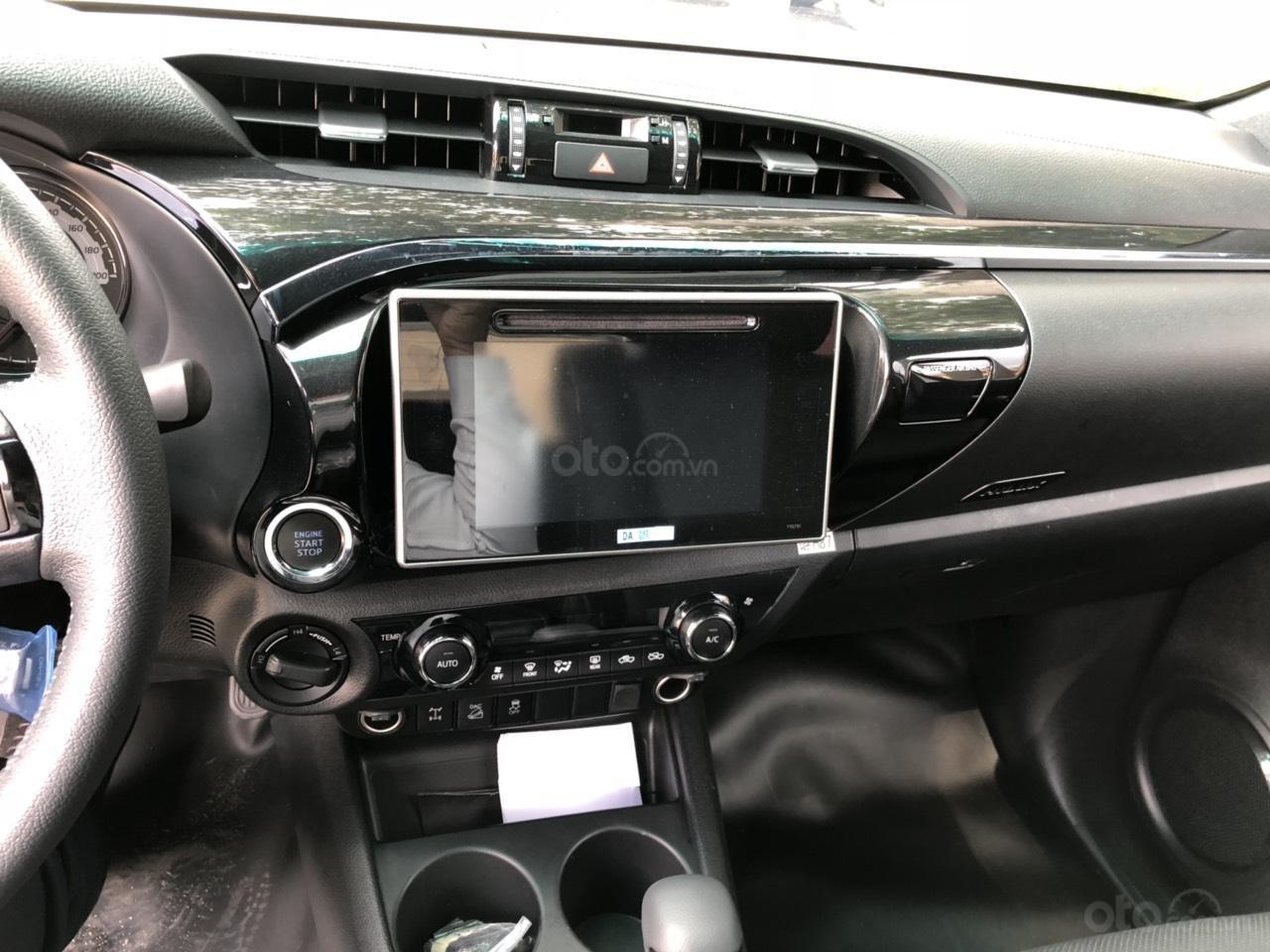 Toyota Hilux 2.8G 4x4 AT 2019, nhập khẩu Thái, giá tốt - hấp dẫn - giao mọi miền, hỗ trợ mua xe trả góp-2