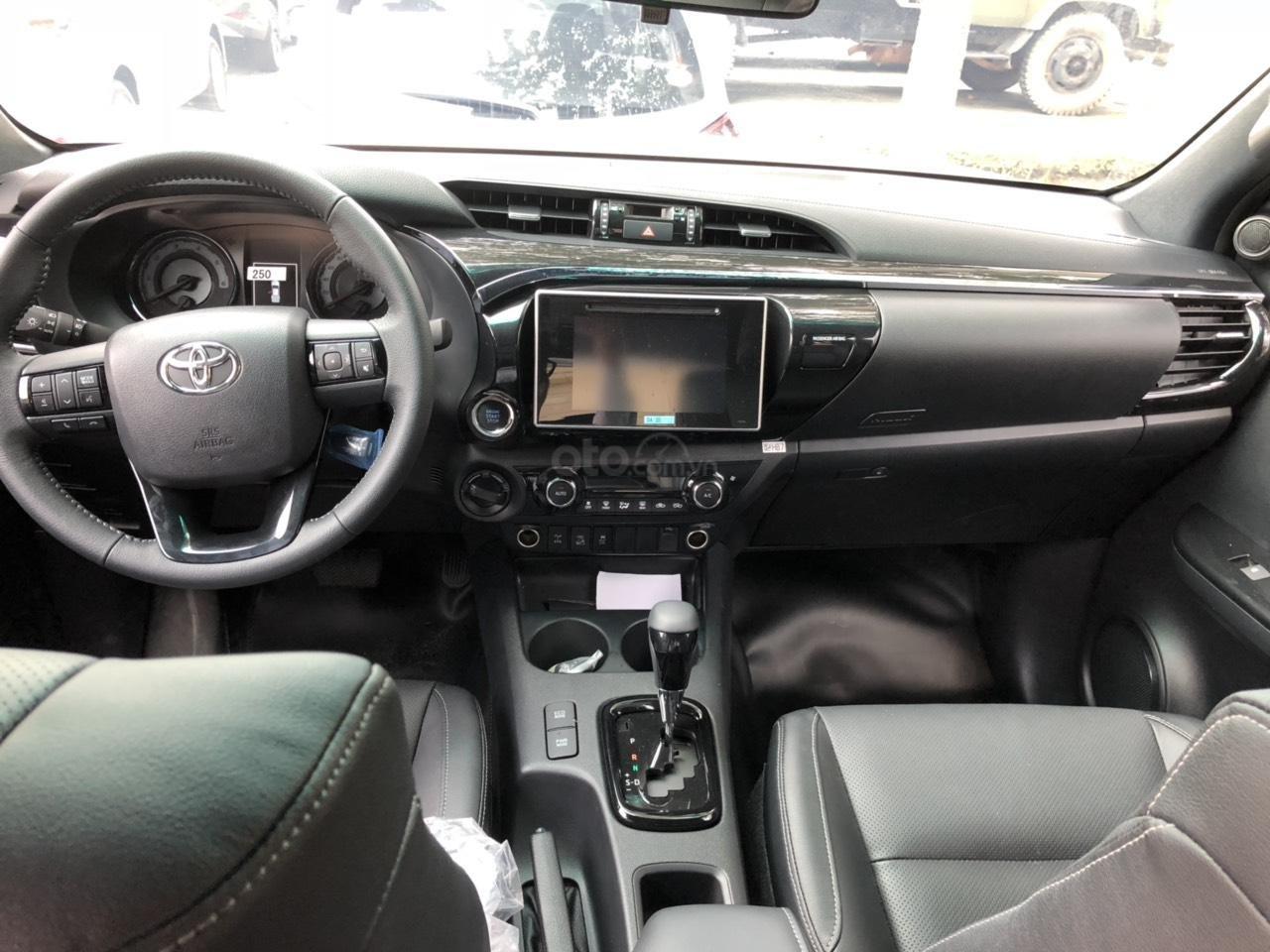 Toyota Hilux 2.8G 4x4 AT 2019, nhập khẩu Thái, giá tốt - hấp dẫn - giao mọi miền, hỗ trợ mua xe trả góp-4