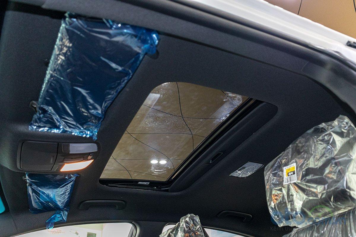 Đánh giá xe Hyundai Elantra 2019: Cửa sổ trời.