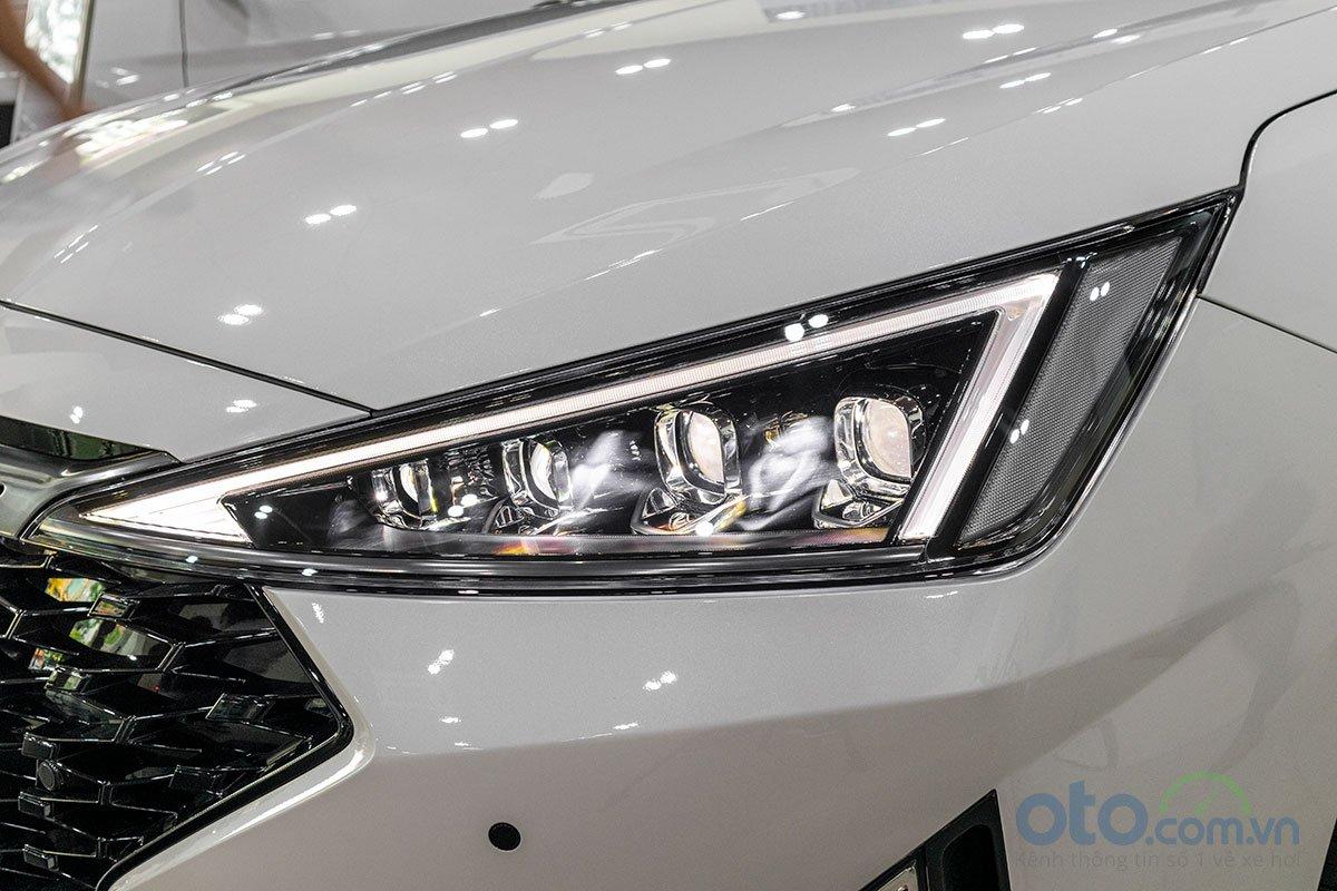 Đánh giá xe Hyundai Elantra 2019: Đèn pha.