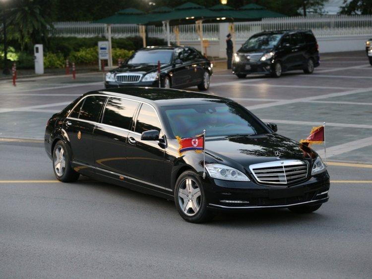 Mercedes-Maybach S600 Pullman Guard xuất hiện cùng Chủ tịch Triều Tiên