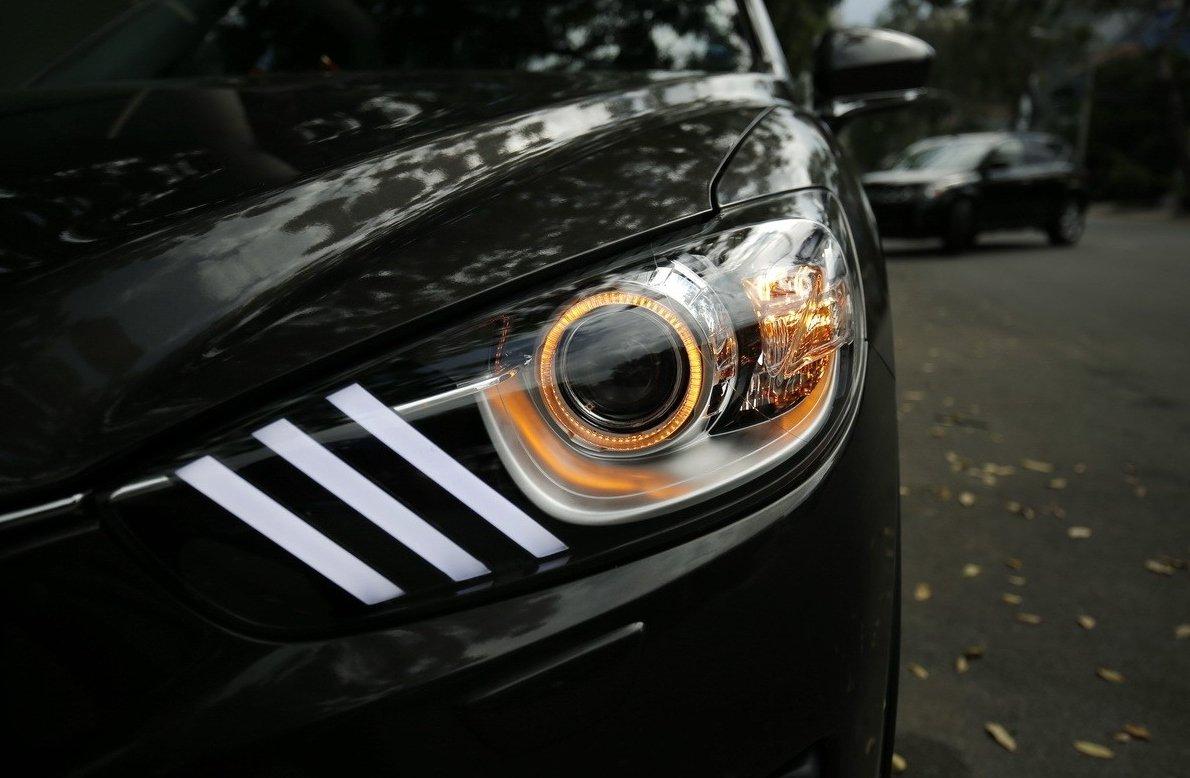 Mazda 6 đẹp mắt hơn khi được độ đèn pha và trang trí LED.