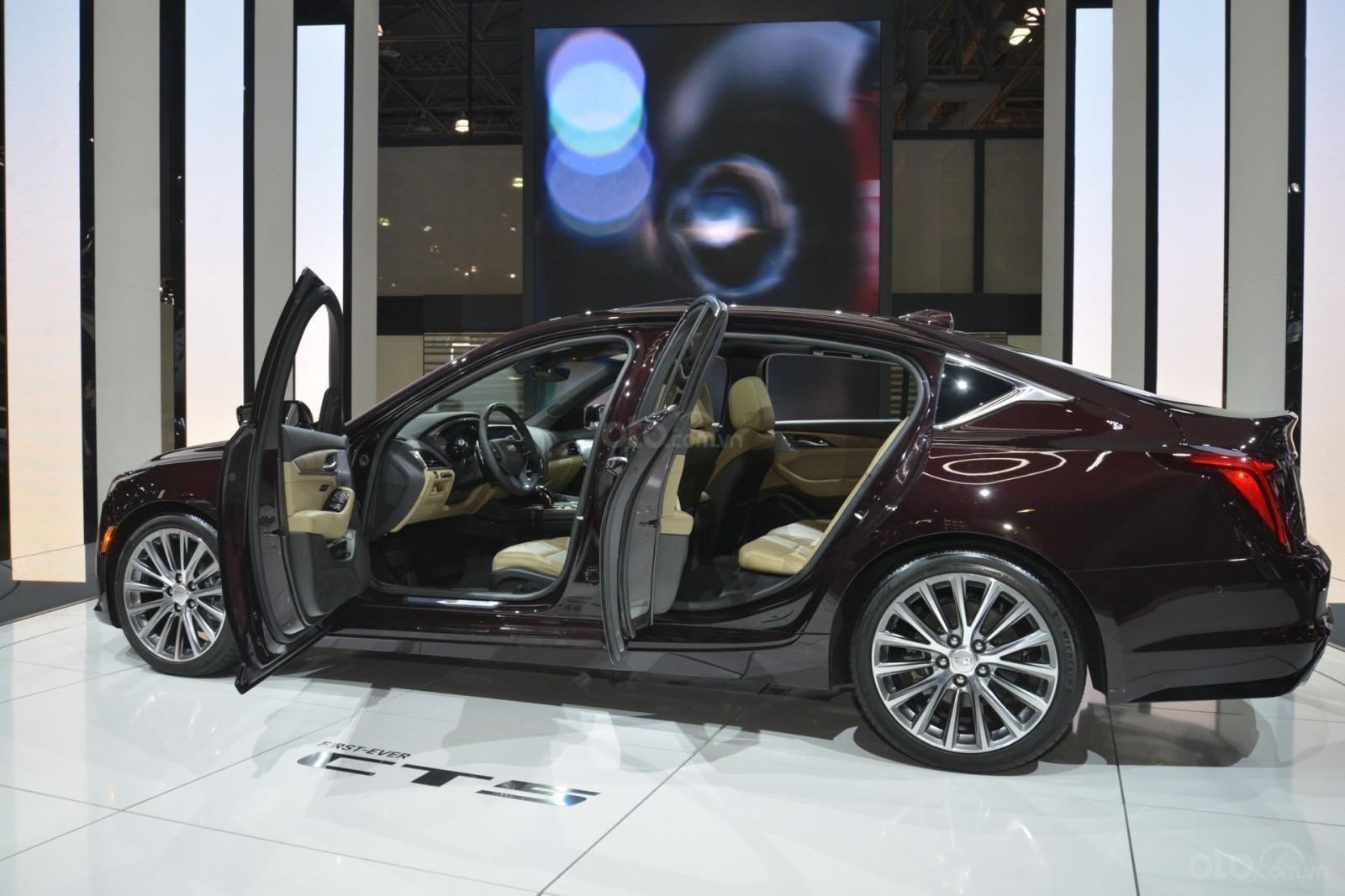 Cadillac CT5 2020 bản tối thượng vẫn cho là có giá phù hợp hơn với người dùng