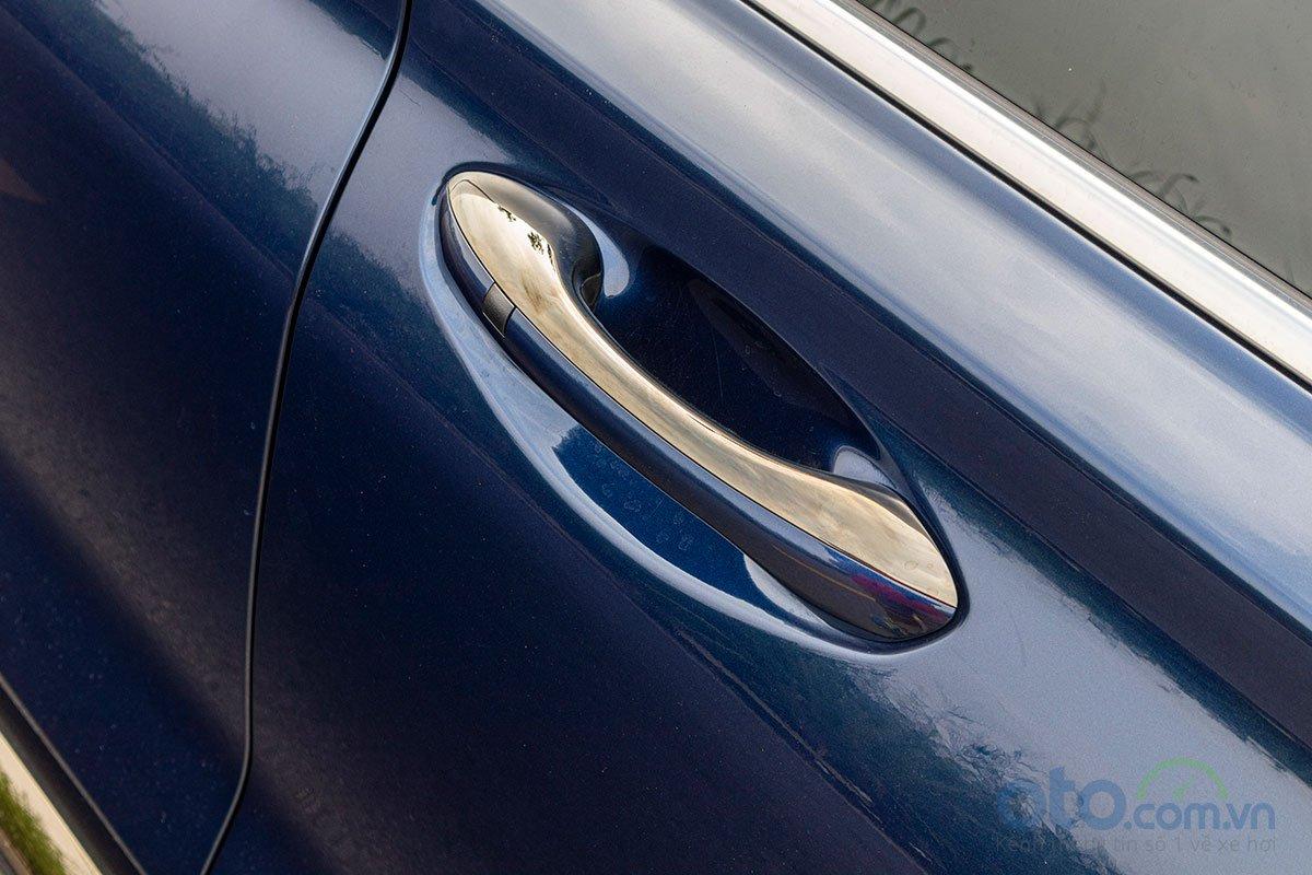 Đánh giá xe Hyundai Santa Fe 2019: Tay nắm cửa tích hợp khoá thông minh.