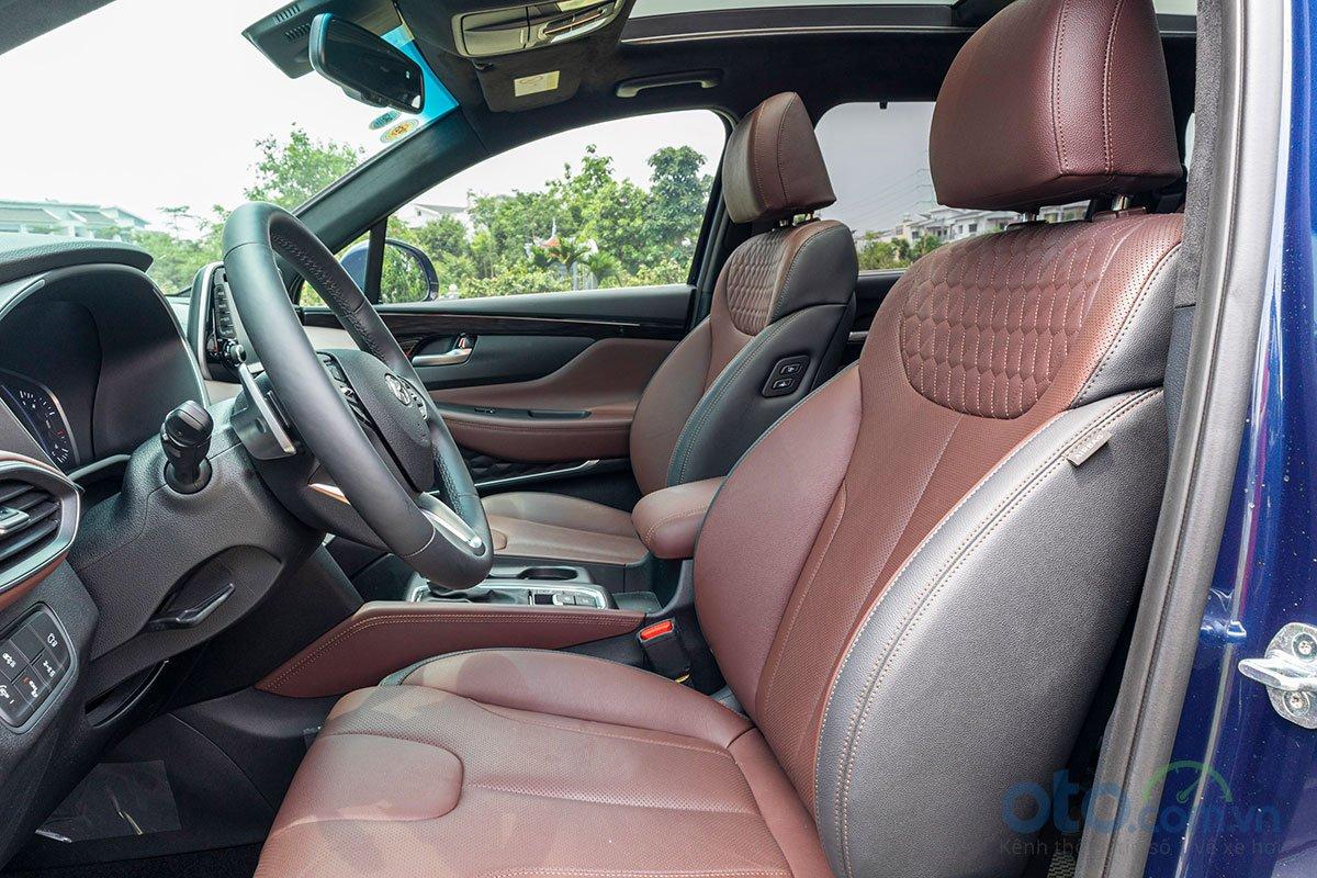 Ảnh chụp nội thất xe Hyundai Santa Fe 2019
