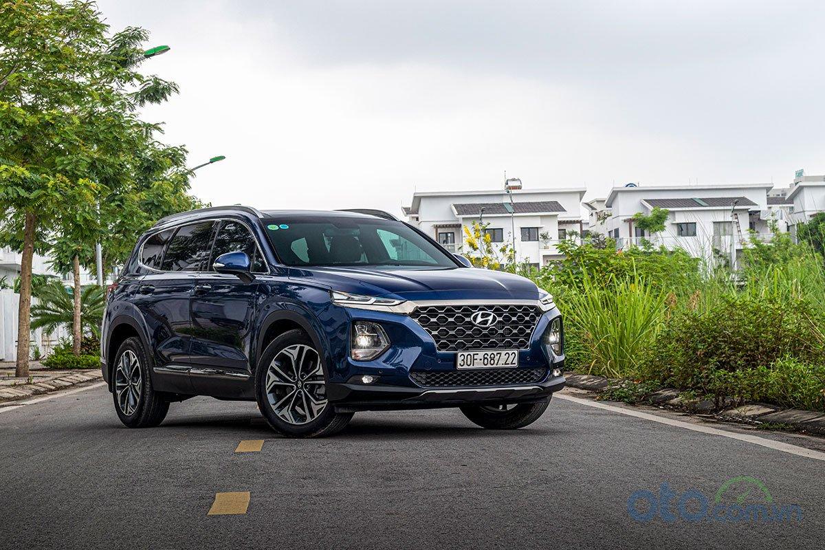 Ảnh chụp trước xe Hyundai Santa Fe 2019 2.2L