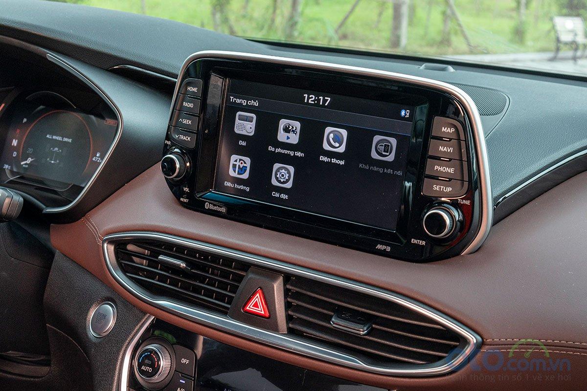 Đánh giá xe Hyundai Santa Fe 2019: Màn hình cảm ứng.