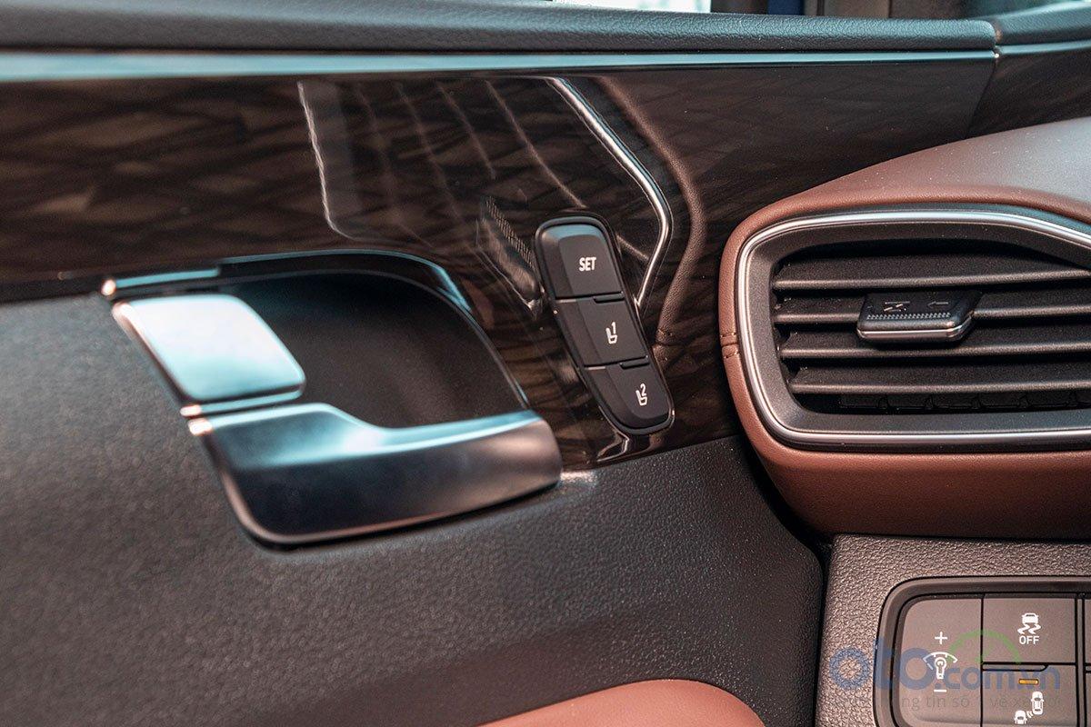 Đánh giá xe Hyundai Santa Fe 2019: Ghế lái nhớ 2 vị trí.