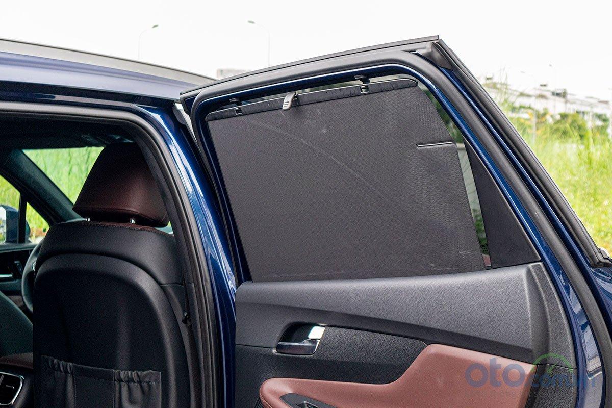 Đánh giá xe Hyundai Santa Fe 2019: Rèm che nắng cho hàng ghế thứ 2.