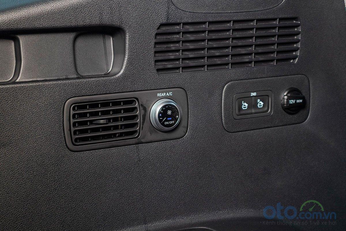 Đánh giá xe Hyundai Santa Fe 2019: Dàn lạnh cho hàng ghế thứ 3.