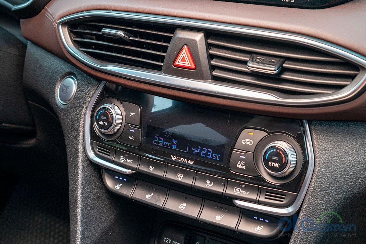 Đánh giá xe Hyundai Santa Fe 2019: Điều hoà tự động 2 vùng độc lập.