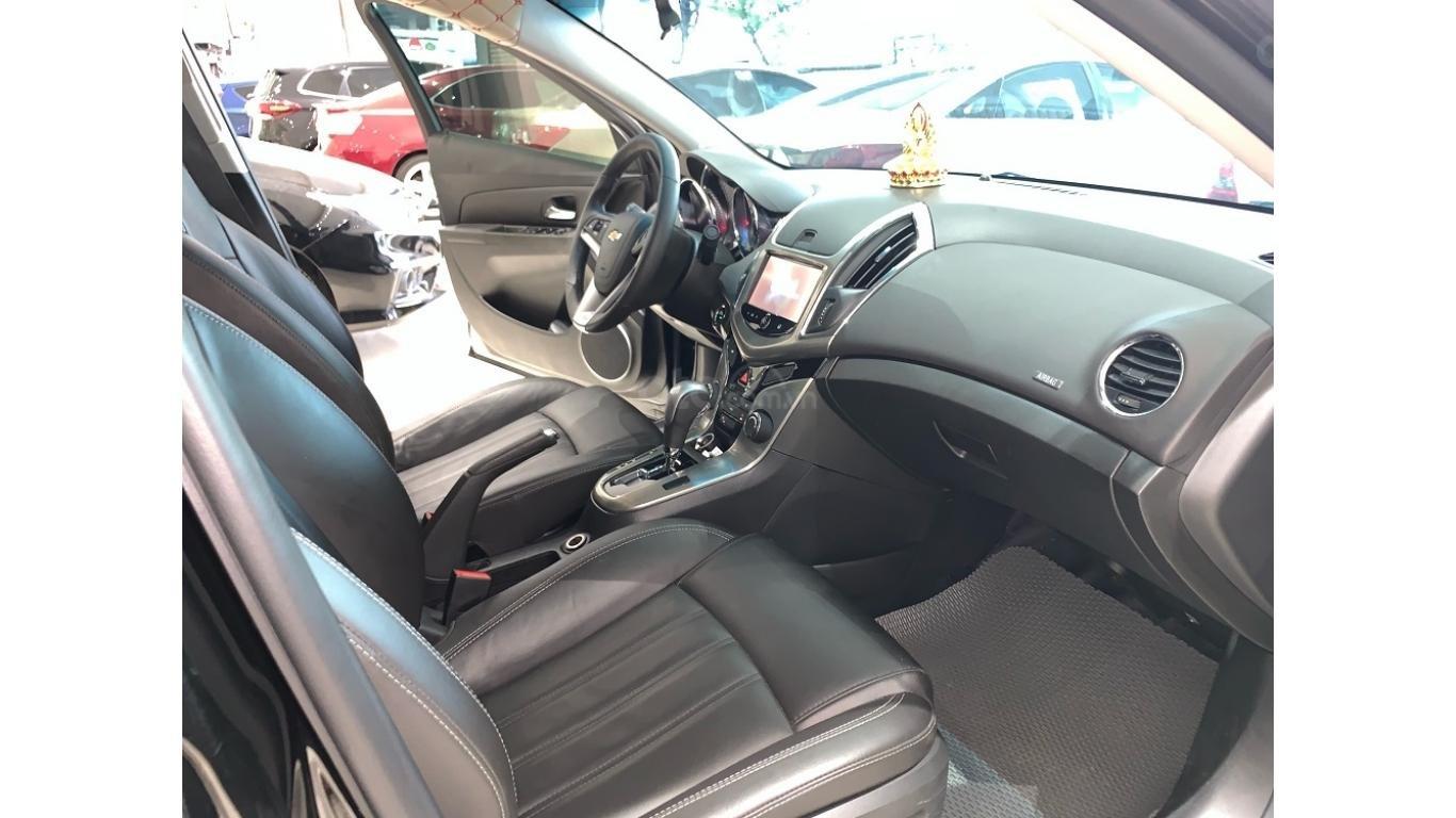 Chevrolet Cruze 1.8 AT 2017, màu đen, trả trước chỉ từ 147 triệu (8)