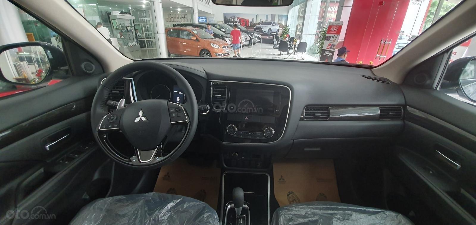 Cần bán xe Mitsubishi Outlander 2.4 đời 2019, màu xám (ghi), giá siêu tốt LH 0934515226-3