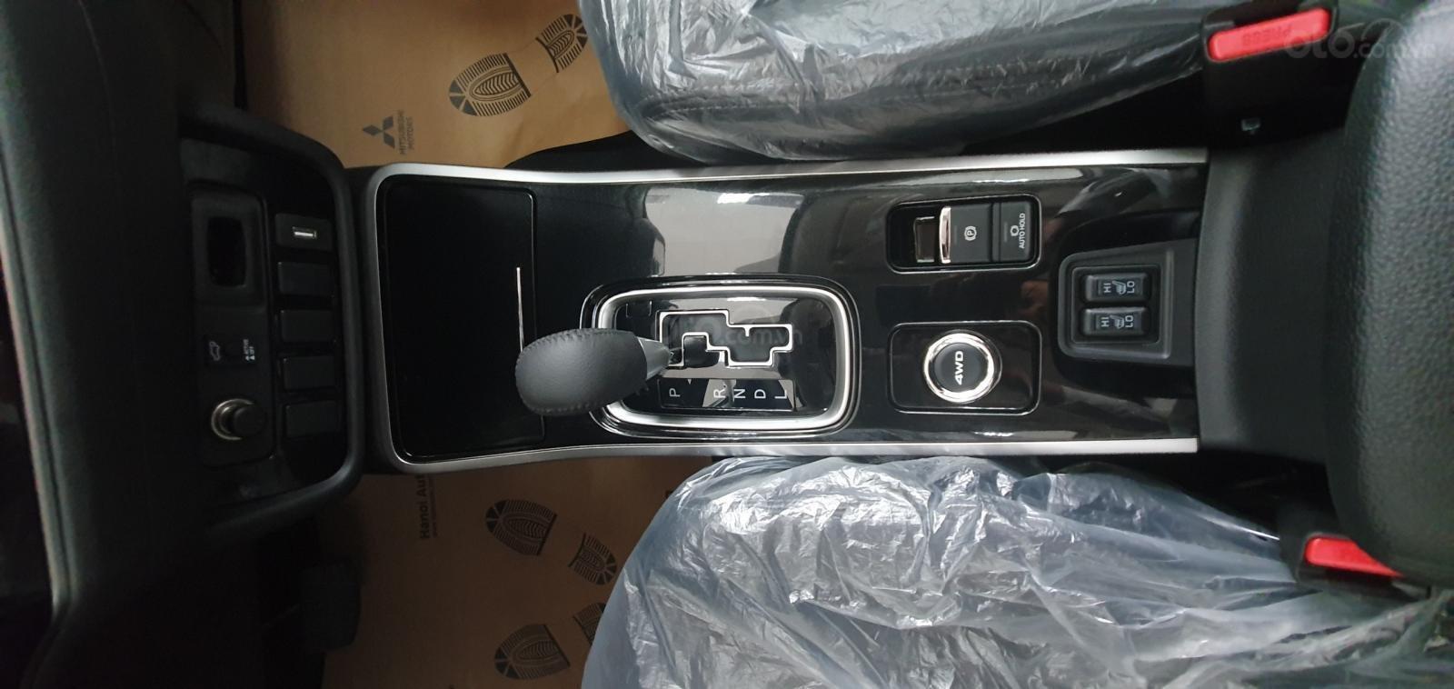Cần bán xe Mitsubishi Outlander 2.4 đời 2019, màu xám (ghi), giá siêu tốt LH 0934515226-6