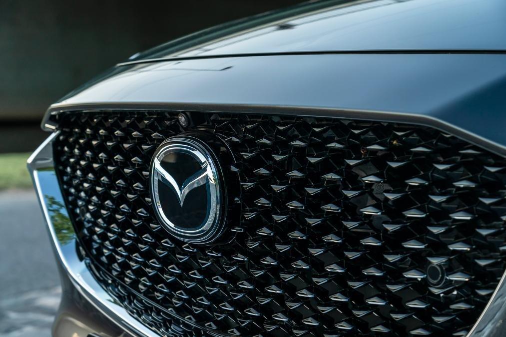 Mazda CX-30 2020 - lưới tản nhiệt