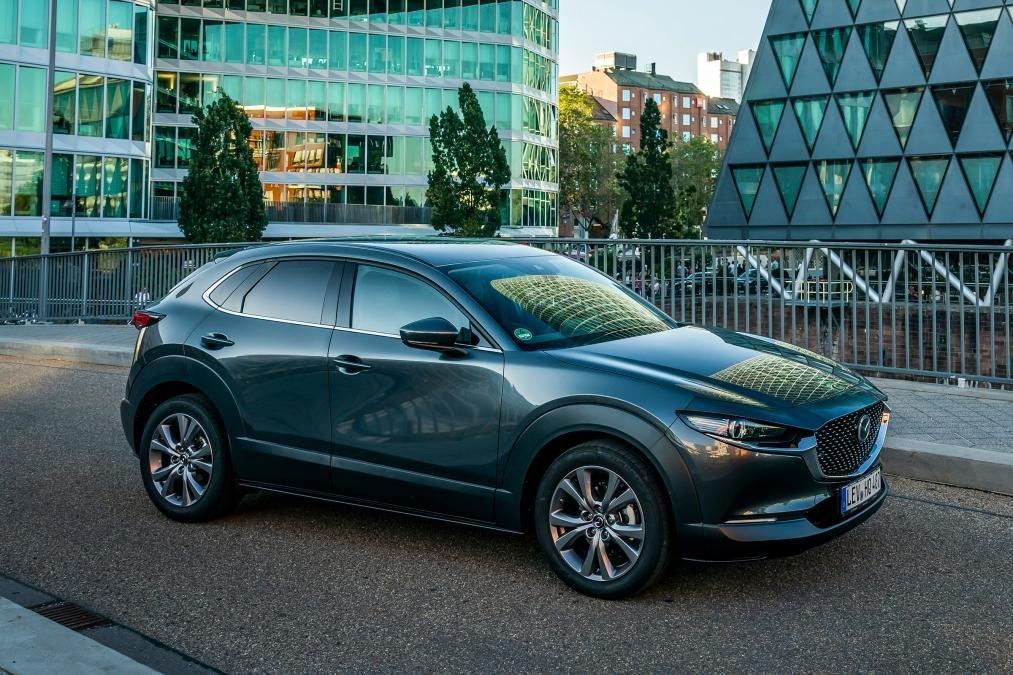 Góc 3/4 thân xe Mazda CX-30 2020