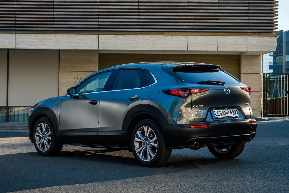 Đuôi xe Mazda CX-30 2020 đuôi xe.