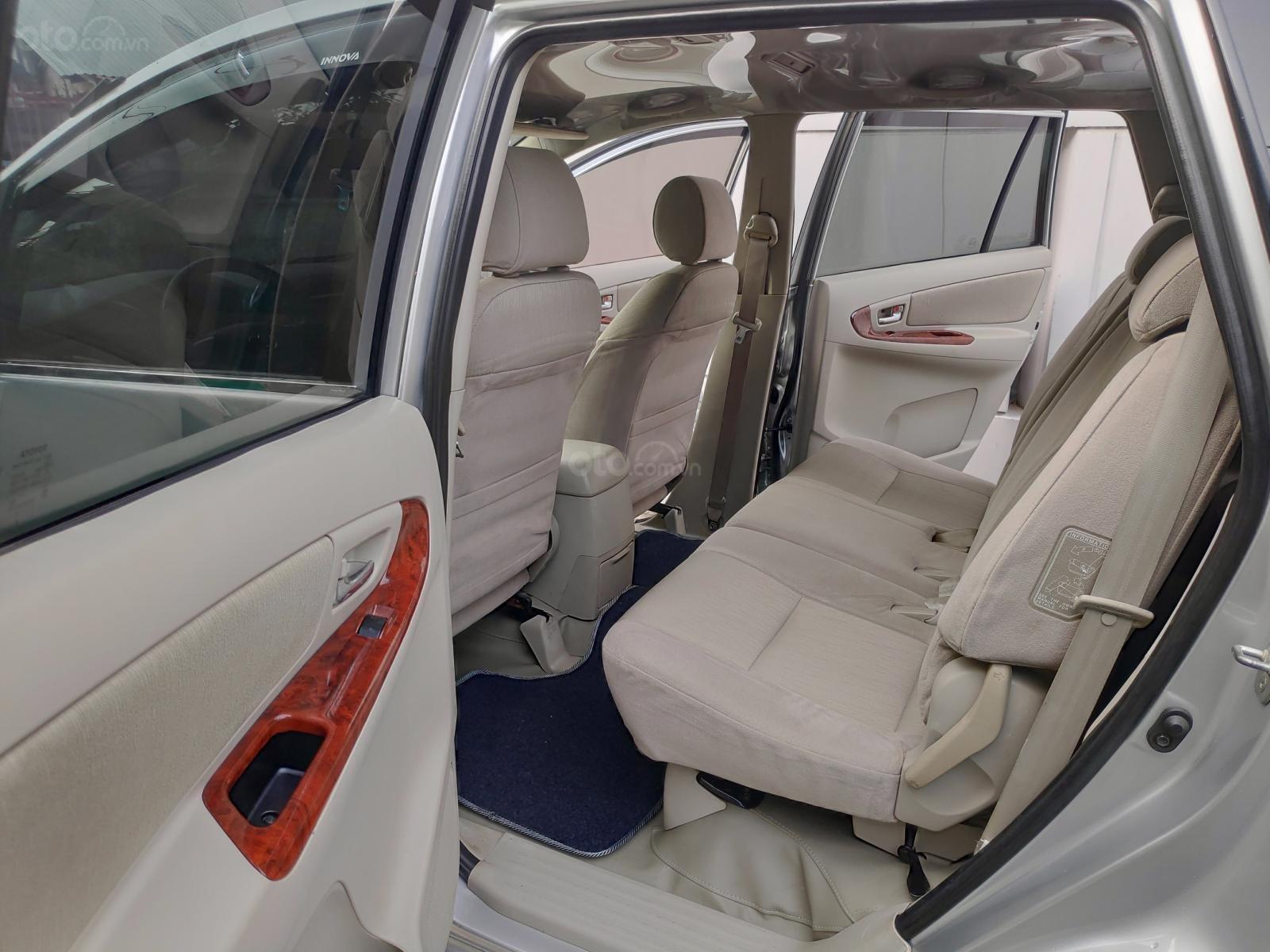 Bán Toyota Innova 2.0 E 2015, màu bạc, xe nhà, chính chủ (6)