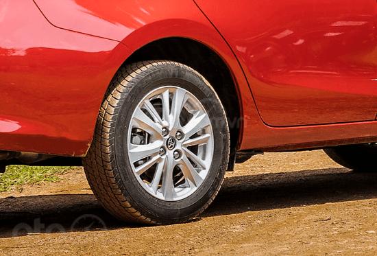 Đánh giá xe Toyota Vios 2019 1.5G CVT: La-zăng đa chấu hợp kim 15 inch 1