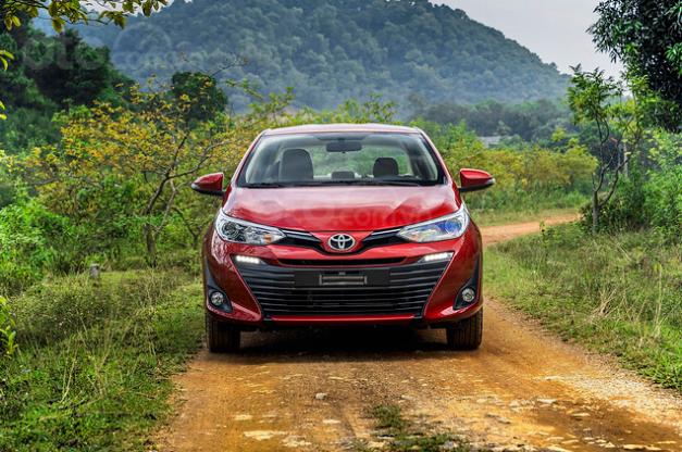 Đánh giá xe Toyota Vios 2019 1.5G CVT về đầu xe a1