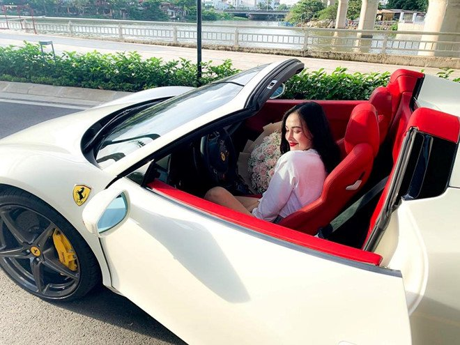 Chiếc Ferrari 458 Spider thứ 2 về Việt Nam, chủ xe là một hot girl Sài thành a1