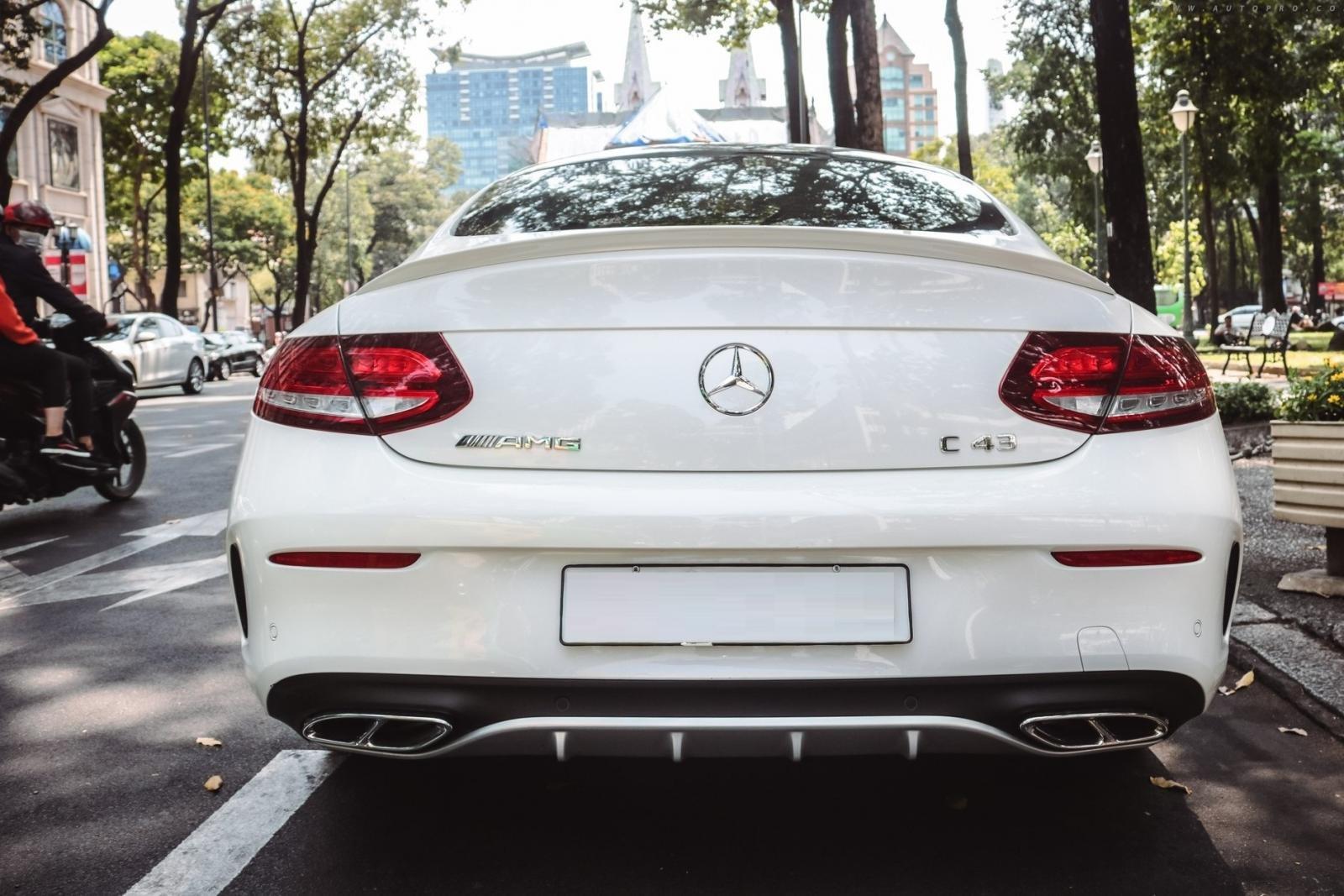 Đánh giá Mercedes-AMG C43 4MATIC Coupe 2019 về thiết kế đuôi xe a1