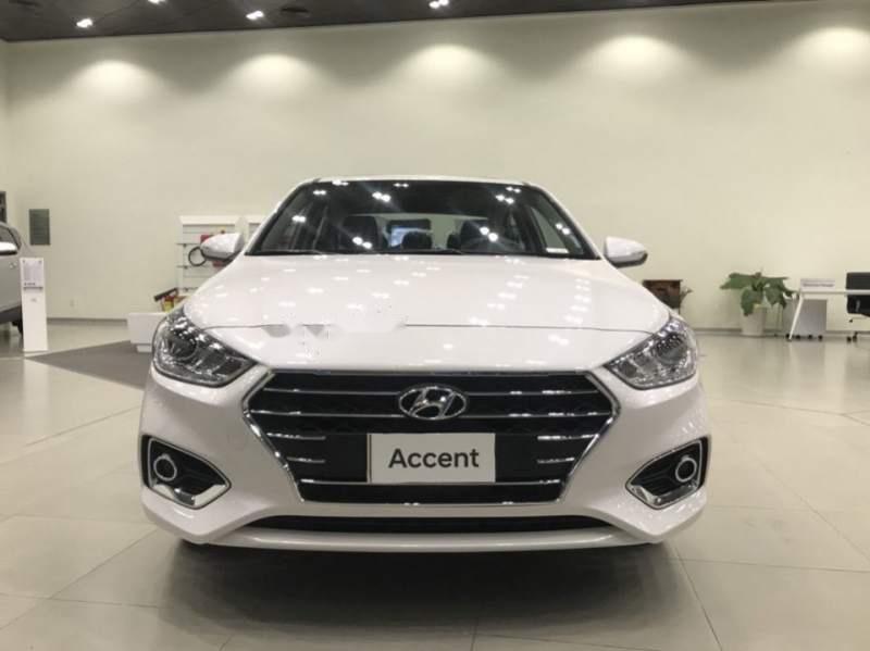 Cần bán Hyundai Accent đời 2019, màu trắng (1)