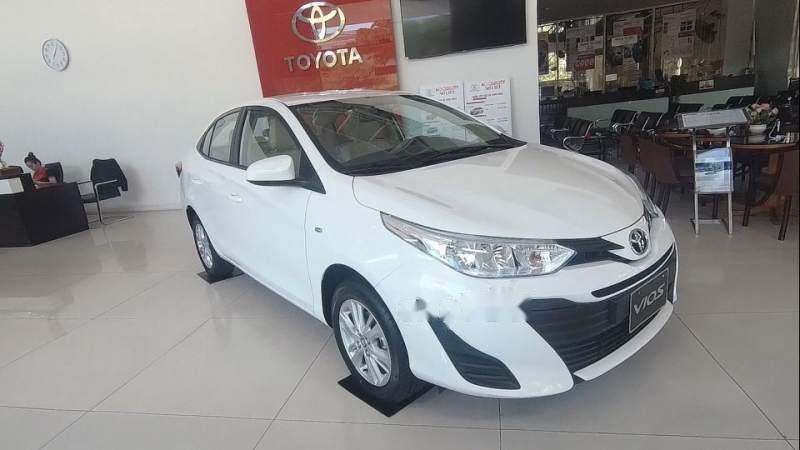 Cần bán Toyota Vios năm 2019, màu trắng (1)
