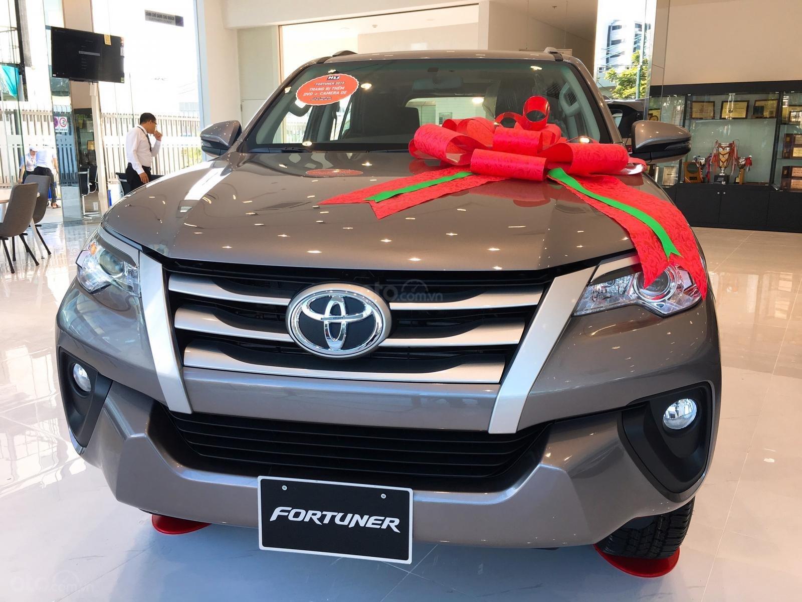 Toyota Fortuner 2.4G máy dầu, số sàn, màu đồng ánh kim, giá chỉ 998 triệu (1)