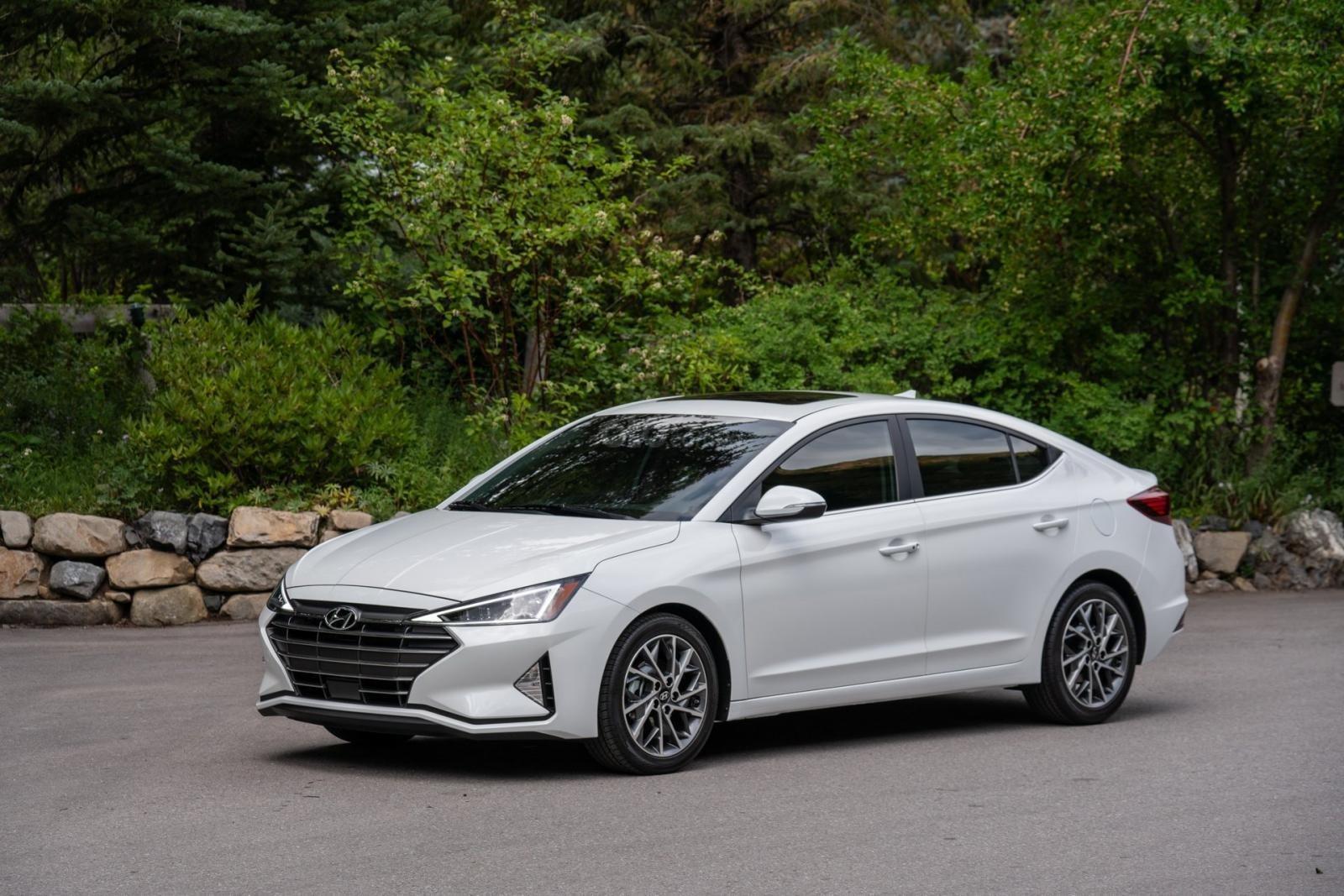 Hyundai Elantra 2020 phủi tay với số sàn