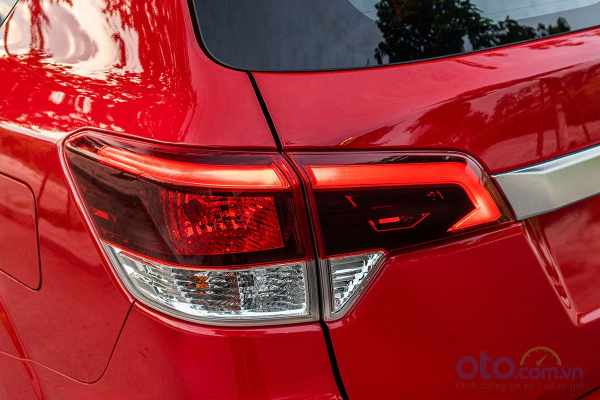 Đánh giá xe Nissan Terra 2019: Đèn hậu 1