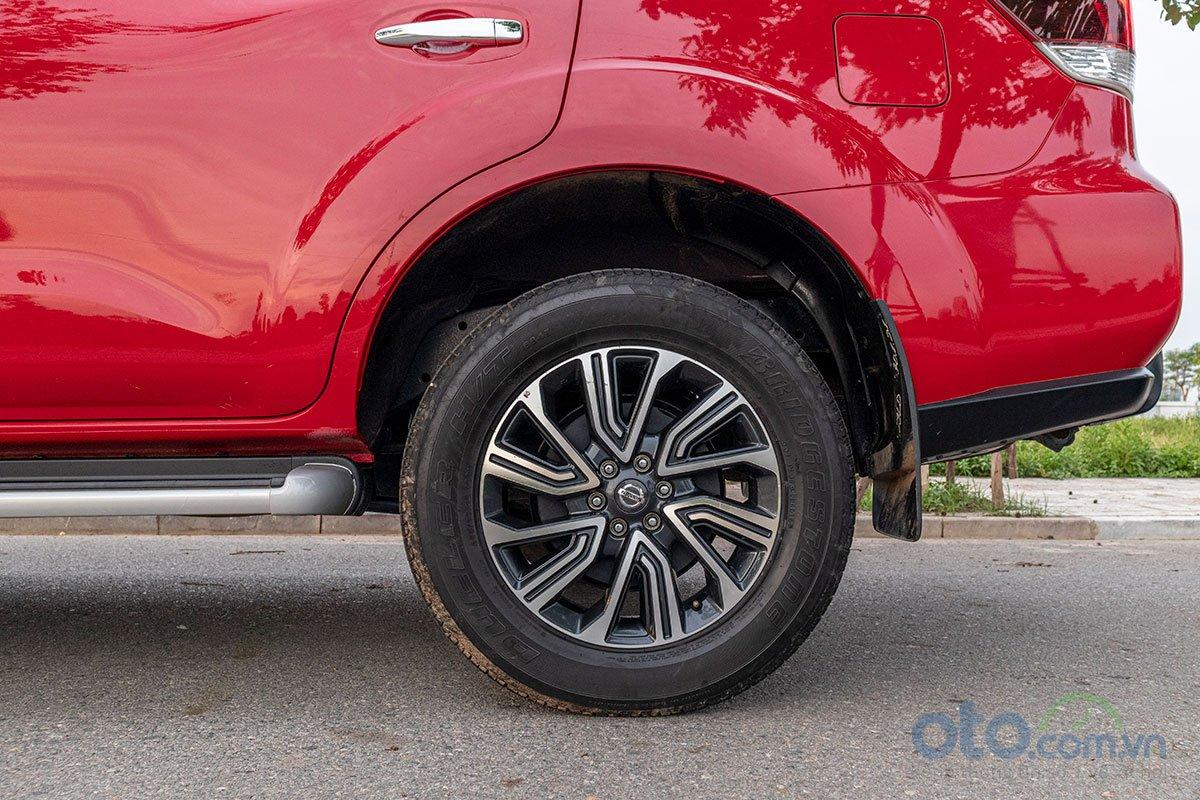 Đánh giá xe Nissan Terra 2019: phanh sau sử dụng tang trống.
