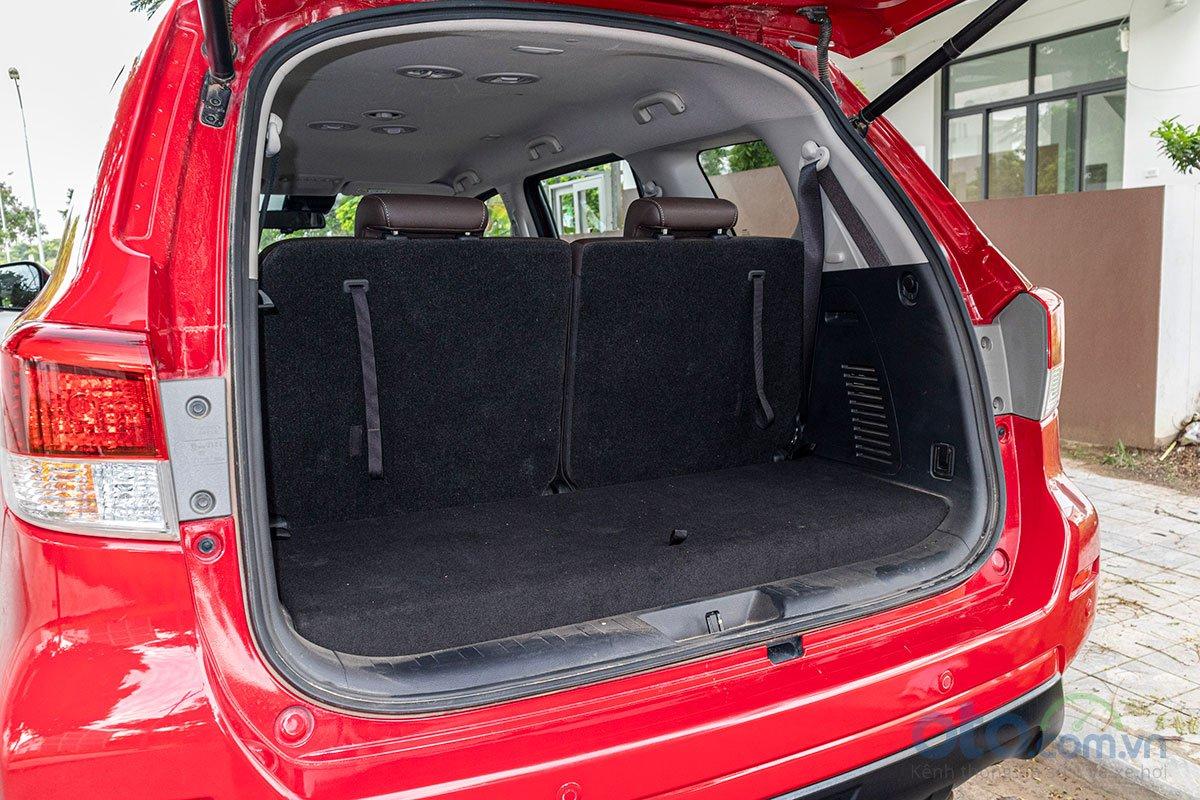 Đán giá Nissan Terra 2019: khoang hành lý.