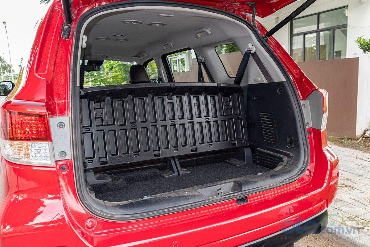 Đán giá Nissan Terra 2019: khoang hành lý 1.