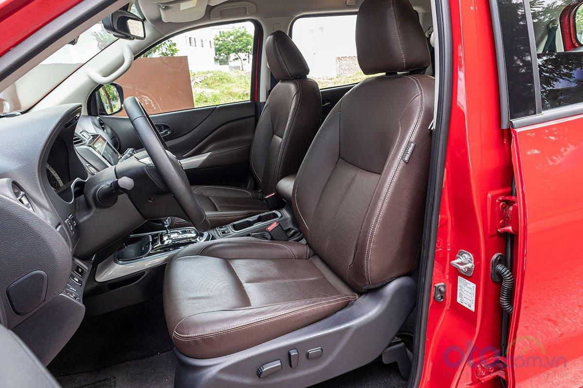 Nissan Terra 2019 phiên bản V có ghế lái chỉnh điện 8 hướng.