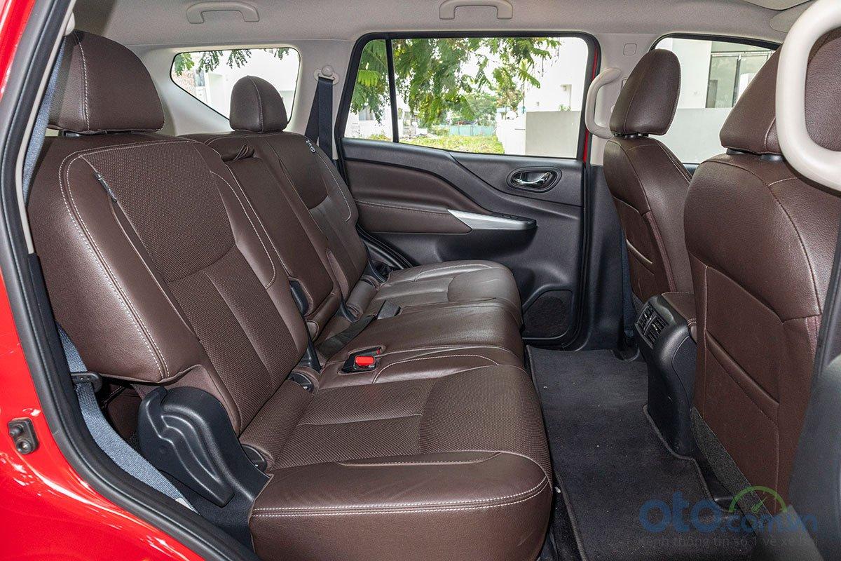 Đán giá Nissan Terra 2019: Hàng ghế thứ 2 rộng rãi.
