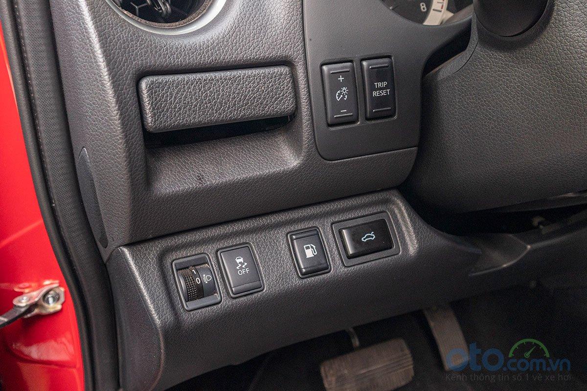 Đánh giá xe Nissan Terra 2019: Đóng mở cốp điện.