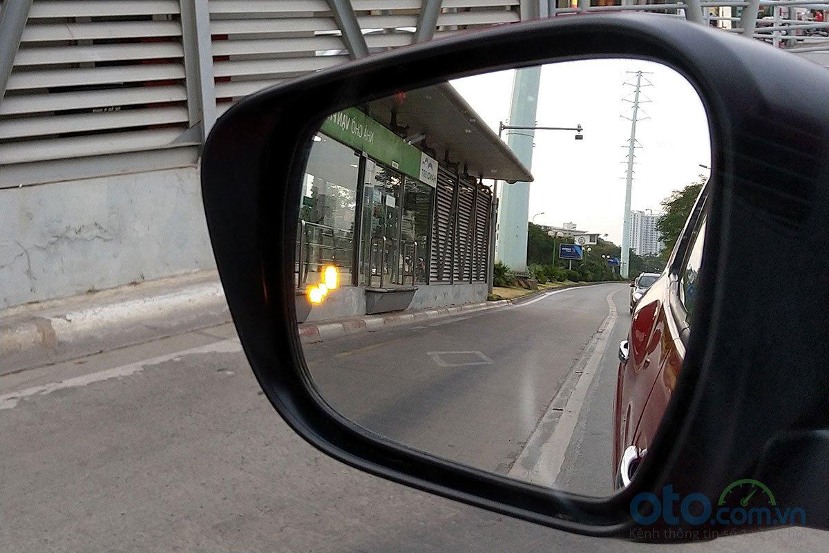 Đánh giá xe Nissan Terra 2019: Cảnh báo điểm mù.