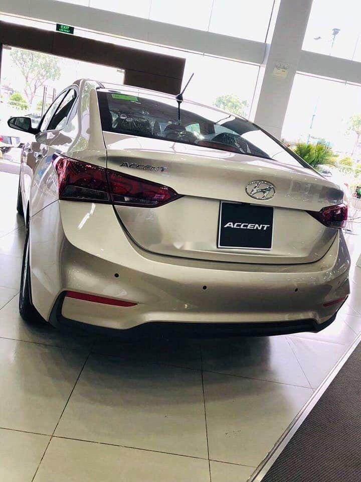 Bán xe Hyundai Accent đời 2019, màu vàng, giá 420tr (3)