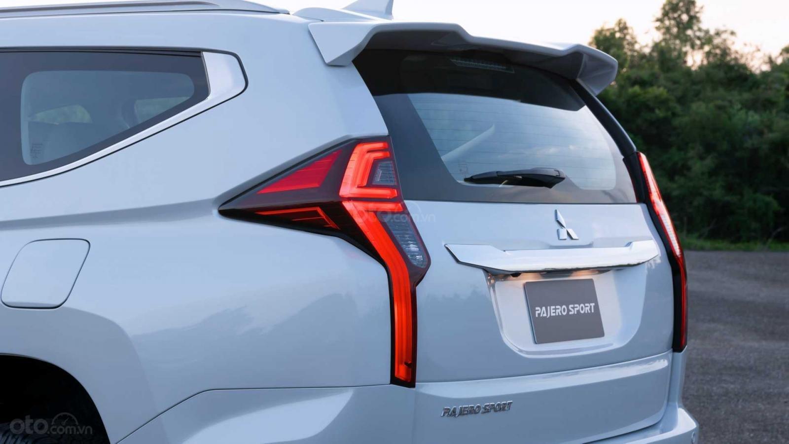 Nhìn nhanh điểm mới của Mitsubishi Pajero Sport 2020 so với bản cũ qua ảnh a13