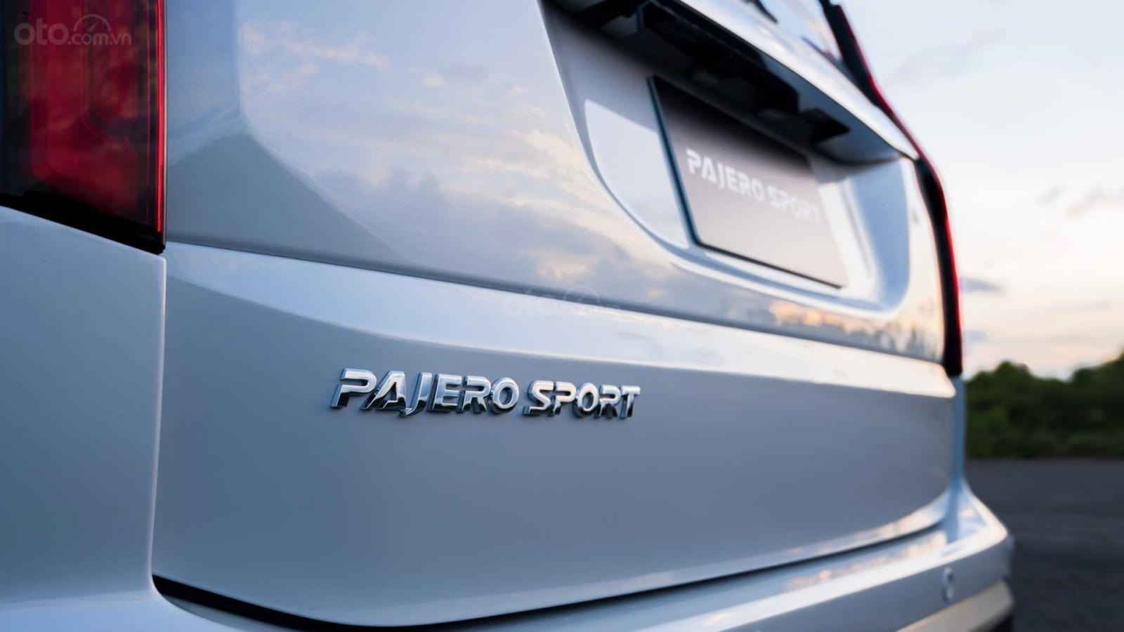 Nhìn nhanh điểm mới của Mitsubishi Pajero Sport 2020 so với bản cũ qua ảnh a15