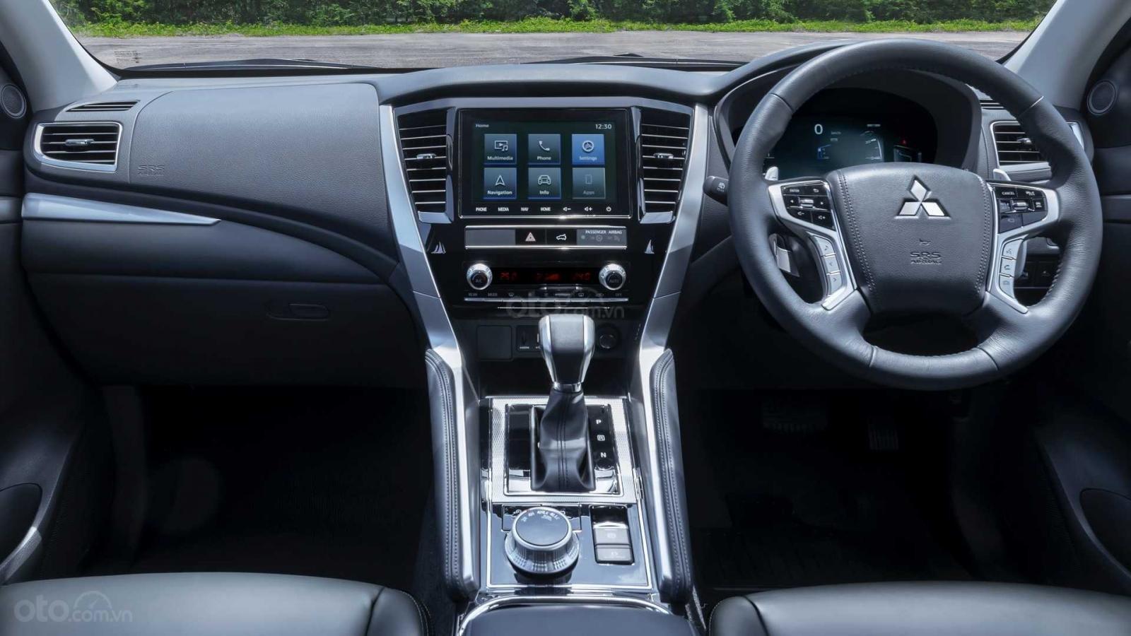 Nhìn nhanh điểm mới của Mitsubishi Pajero Sport 2020 so với bản cũ qua ảnh a17