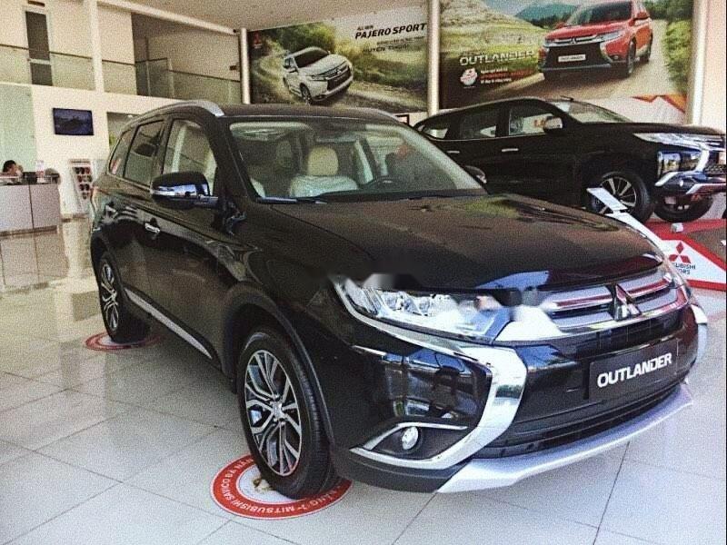 Cần bán Mitsubishi Outlander sản xuất năm 2019, màu đen giá cạnh tranh (1)