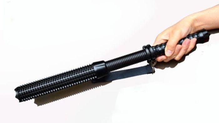 Dụng cụ tự vệ hiệu quả cho các bác tài xế xe ô tô 3a